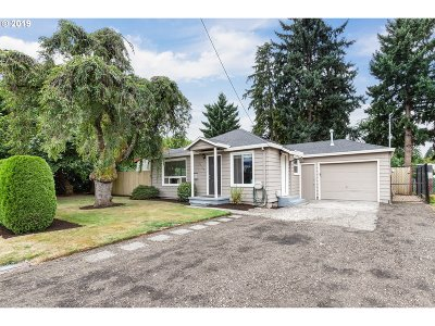 Milwaukie, Gladstone Single Family Home For Sale: 10123 SE Linwood Ave