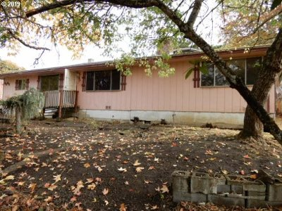 Roseburg Single Family Home For Sale: 3565 Hughes St
