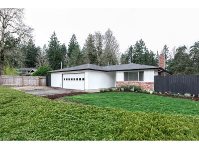 Lake Oswego Single Family Home For Sale: 4725 Jean Rd
