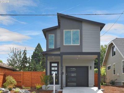 Multnomah County Single Family Home For Sale: 776 NE Holland St