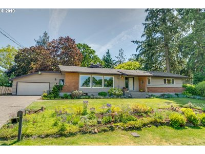 Milwaukie Single Family Home For Sale: 3660 SE Snowberry St
