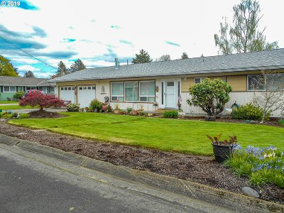 Hucrest Single Family Home For Sale: 1671 NW Vale Ct