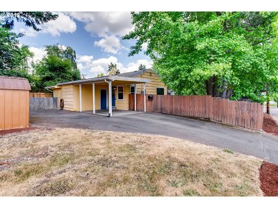 Beaverton Single Family Home For Sale: 5925 SW Lombard Ave