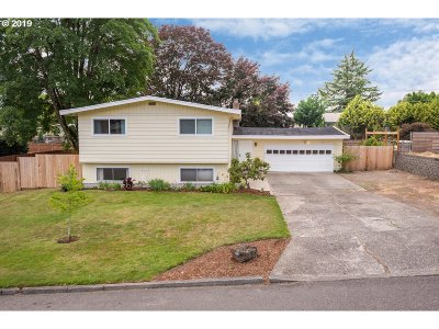 Milwaukie Single Family Home For Sale: 15137 SE El Camino Way