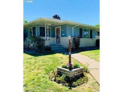 Portland Single Family Home For Sale: 10400 NE Knott St