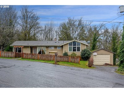 Cowlitz County Single Family Home For Sale: 85 Veys Dr