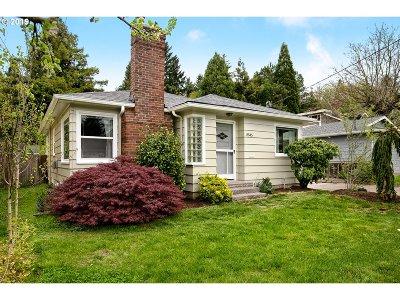 Single Family Home For Sale: 8545 NE Beech St