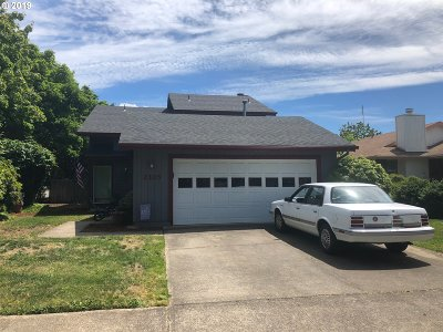 Albany Single Family Home For Sale: 2105 SE Burkhart St
