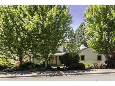Portland Single Family Home For Sale: 6939 SW Windemere Loop