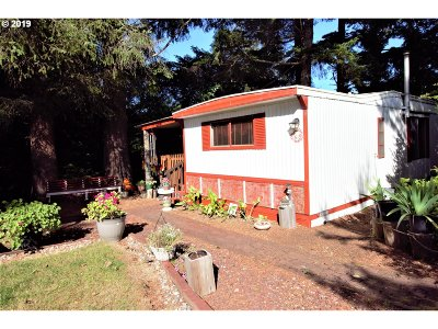 Coos Bay Single Family Home For Sale: 615 Village Pines Ave