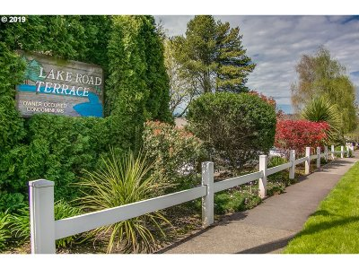Milwaukie Condo/Townhouse For Sale: 3166 SE Lake Rd