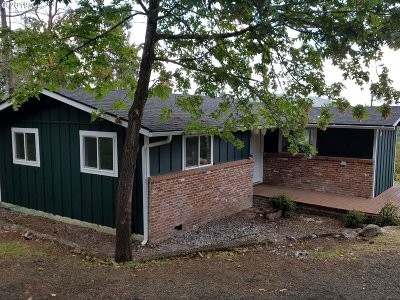 Roseburg Single Family Home For Sale: 1965 W Military Ave