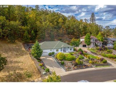 Roseburg Single Family Home For Sale: 1620 NW Avery St