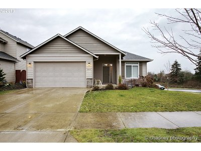 Sandy Single Family Home For Sale: 40495 Fawn St