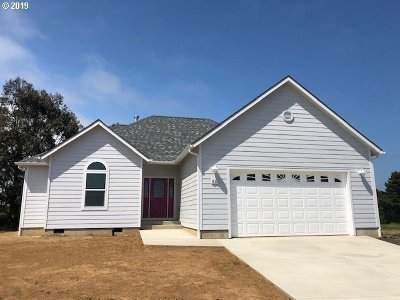 Bandon Single Family Home For Sale: 810 Spyglass Dr