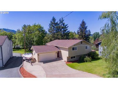 Roseburg Single Family Home For Sale: 1749 NW Riverview Dr