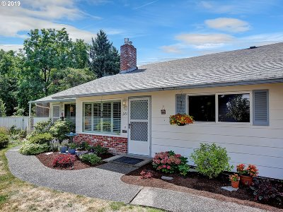 Milwaukie, Gladstone Condo/Townhouse For Sale: 2451 SE Lake Rd