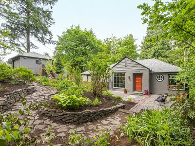 Portland Single Family Home For Sale: 2255 SW 87th Ave