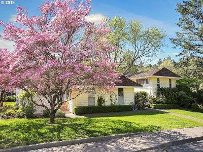 Lake Oswego Single Family Home For Sale: 1570 Bonniebrae Dr