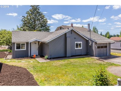 Milwaukie Single Family Home For Sale: 3746 SE Washington St