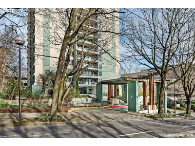 Condo/Townhouse For Sale: 111 SW Harrison St #18C