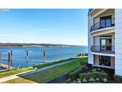 Portland Condo/Townhouse For Sale: 707 N Hayden Island Dr #324