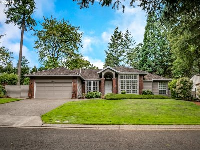 Lake Oswego Single Family Home For Sale: 14211 Dolph Ct