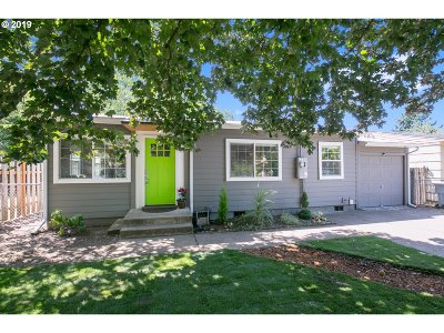 Milwaukie Single Family Home For Sale: 9701 SE 78th Ave