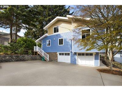 Lincoln City Single Family Home For Sale: 1735 NE Oar Ave