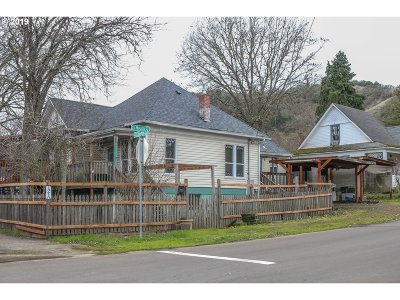 Roseburg Single Family Home For Sale: 1210 SE Fullerton St