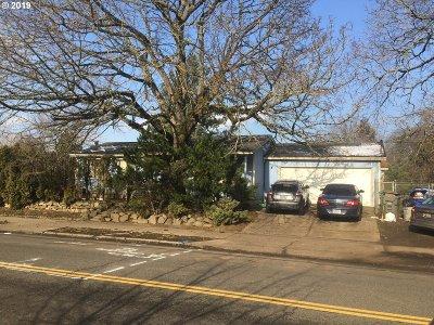 Single Family Home For Sale: 2417 NE Dekum St