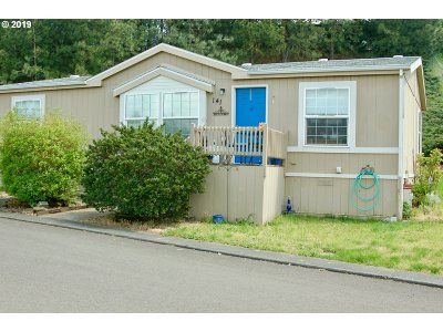 Milwaukie Single Family Home For Sale: 10400 SE Cook Ct
