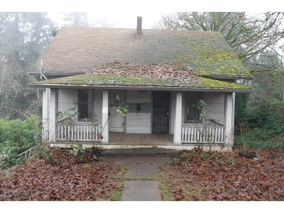 Single Family Home For Sale: 723 Molalla Ave