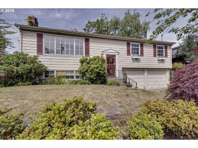 Portland Single Family Home For Sale: 8015 SW 9th Ave