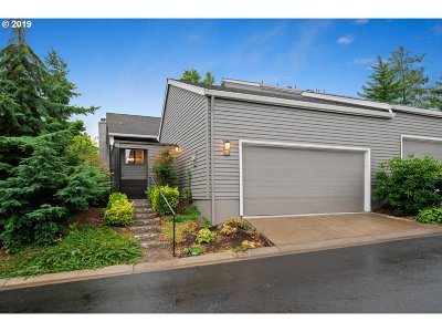 Lake Oswego Single Family Home For Sale: 57 Greenridge Ct
