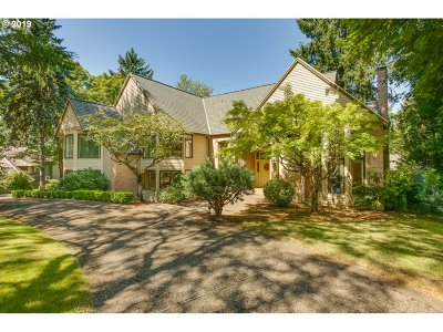 Lake Oswego Single Family Home For Sale: 3 Dover Way