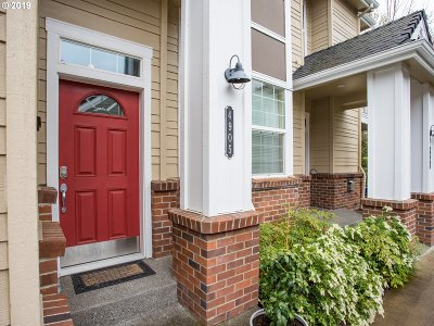 West Linn Condo/Townhouse For Sale: 4905 Summerlinn Way