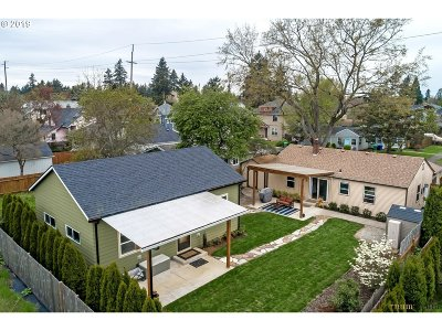 Portland Single Family Home For Sale: 6550 SE Reedway St