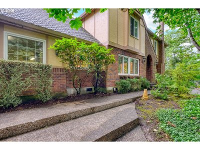 Lake Oswego Single Family Home For Sale: 1736 Palisades Terrace Dr