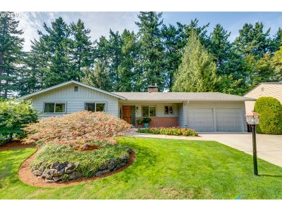 Portland Single Family Home For Sale: 1795 SW Warwick Ave