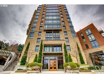 Portland Condo/Townhouse For Sale: 2351 NW Westover Rd #315