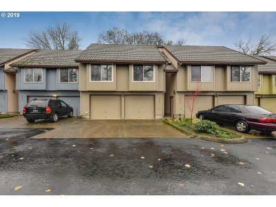 West Linn Condo/Townhouse For Sale: 5561 Alder Ct