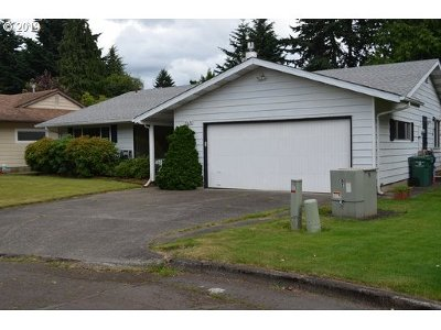 Milwaukie Single Family Home For Sale: 5426 SE Woodhaven St