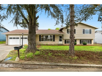Milwaukie Single Family Home For Sale: 12114 SE 71st Ave