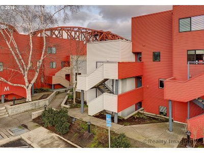 Multnomah County Condo/Townhouse For Sale: 930 NW Naito Pkwy #K-25