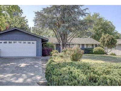 Medford Single Family Home For Sale: 1509 Larkspur Ave