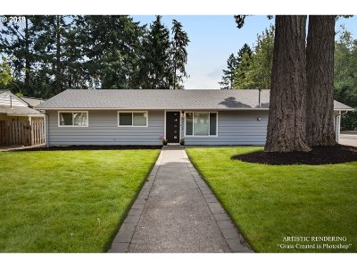 Lake Oswego Single Family Home For Sale: 6472 SW Dawn St