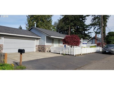 Portland Single Family Home For Sale: 535 SE 155th Ave