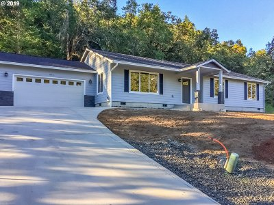 Roseburg Single Family Home For Sale: 602 San Souci Dr