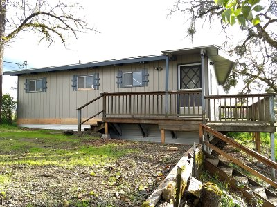 Roseburg Single Family Home For Sale: 184 Paradise Ln